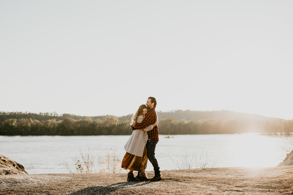 nicole-daacke-photography-white-cliffs-of-conoy-in-lancaster-pa-pennsylvania-adventure-session-adventure-elopement-photographer-engagement session-in-lancaster-pa-photographer-golden-sunset-winter-solstice-wedding-riverside-elopement-4079.jpg