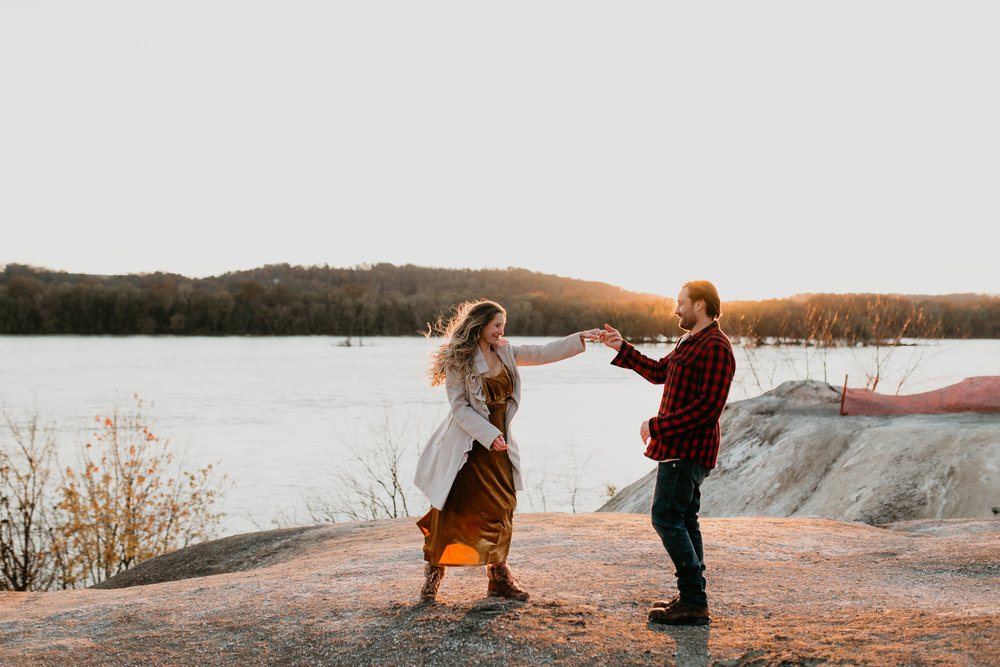 nicole-daacke-photography-white-cliffs-of-conoy-in-lancaster-pa-pennsylvania-adventure-session-adventure-elopement-photographer-engagement session-in-lancaster-pa-photographer-golden-sunset-winter-solstice-wedding-riverside-elopement-4171.jpg