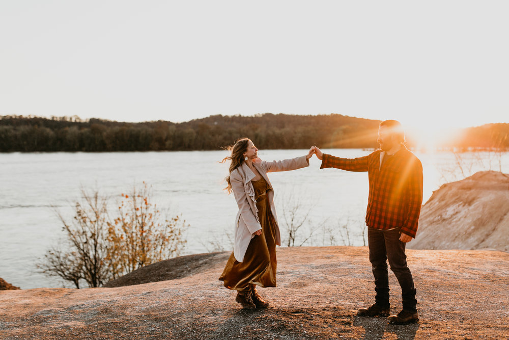 nicole-daacke-photography-white-cliffs-of-conoy-in-lancaster-pa-pennsylvania-adventure-session-adventure-elopement-photographer-engagement session-in-lancaster-pa-photographer-golden-sunset-winter-solstice-wedding-riverside-elopement-4162.jpg