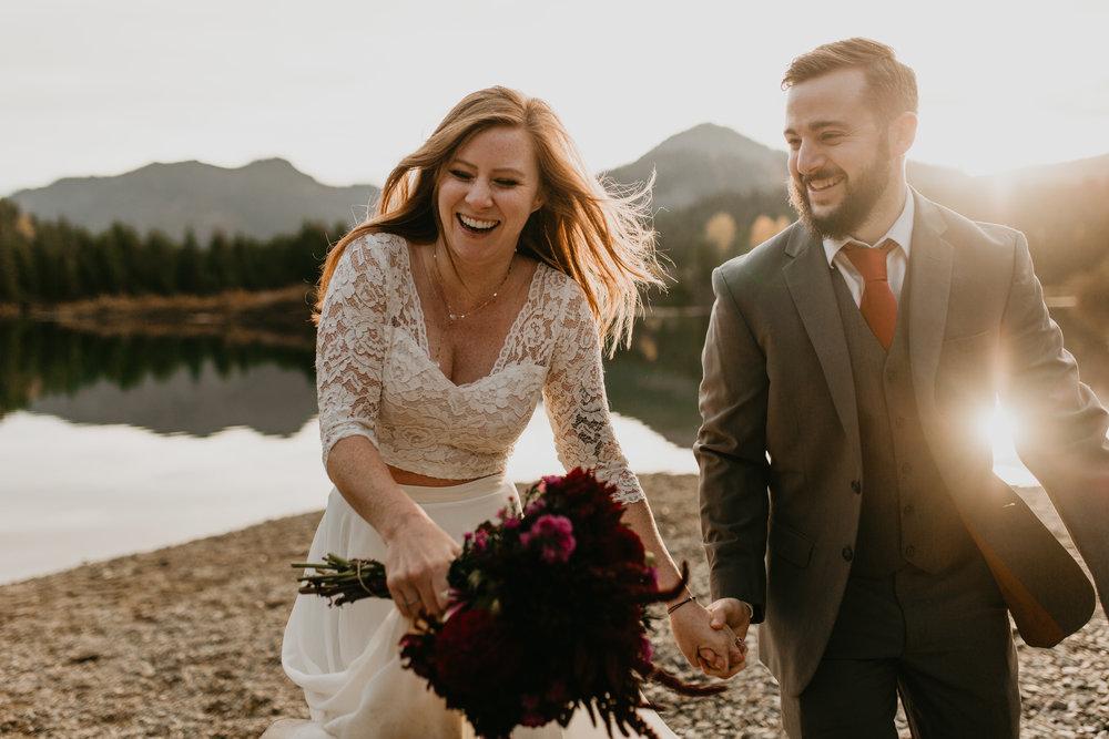 nicole-daacke-photography-mountain-view-elopement-at-gold-creek-pond-snoqualmie-washington-wa-elopement-photographer-photography-adventure-elopement-in-washington-fall-lakeside-golden-sunset-boho-fun-bride-0422.jpg