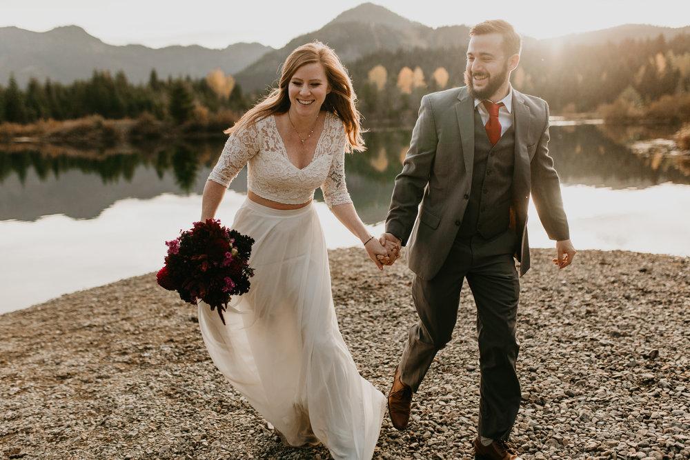 nicole-daacke-photography-mountain-view-elopement-at-gold-creek-pond-snoqualmie-washington-wa-elopement-photographer-photography-adventure-elopement-in-washington-fall-lakeside-golden-sunset-boho-fun-bride-0431.jpg