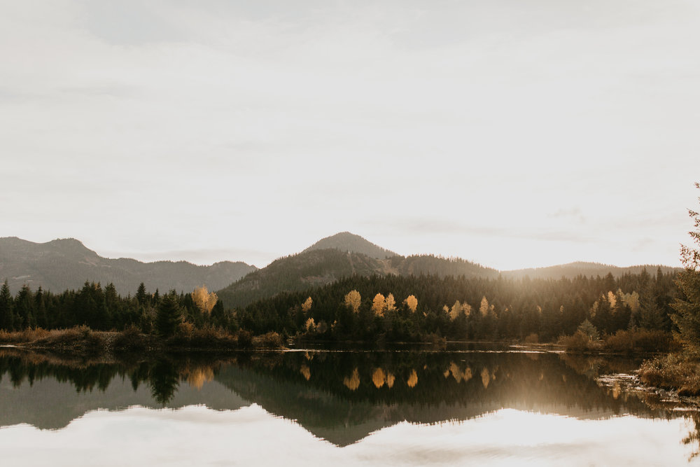 nicole-daacke-photography-mountain-view-elopement-at-gold-creek-pond-snoqualmie-washington-wa-elopement-photographer-photography-adventure-elopement-in-washington-fall-lakeside-golden-sunset-boho-fun-bride-0438.jpg