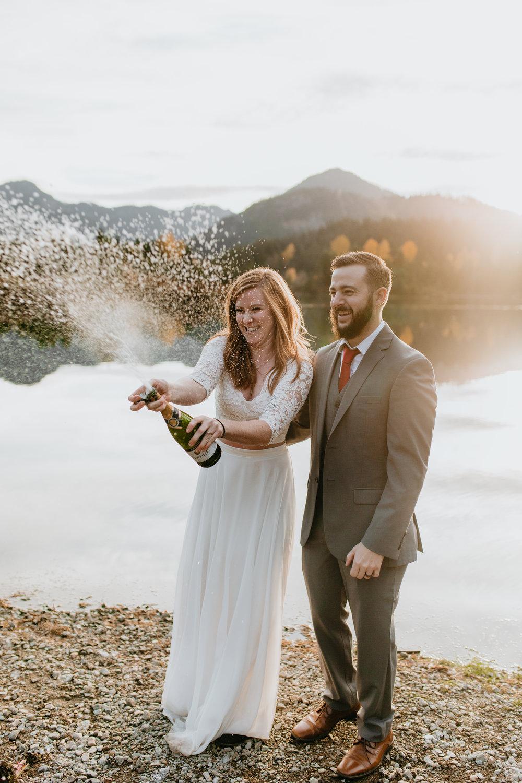 nicole-daacke-photography-mountain-view-elopement-at-gold-creek-pond-snoqualmie-washington-wa-elopement-photographer-photography-adventure-elopement-in-washington-fall-lakeside-golden-sunset-boho-fun-bride-0445.jpg