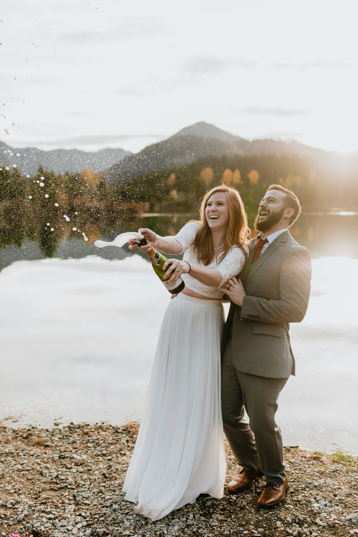 nicole-daacke-photography-mountain-view-elopement-at-gold-creek-pond-snoqualmie-washington-wa-elopement-photographer-photography-adventure-elopement-in-washington-fall-lakeside-golden-sunset-boho-fun-bride-0452.jpg