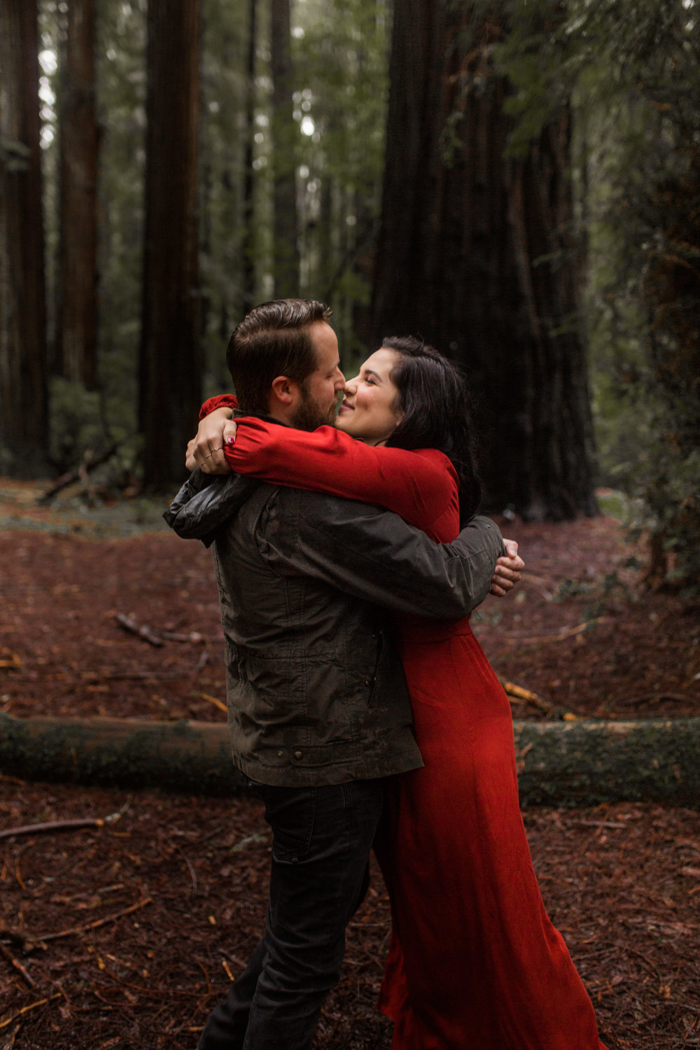 nicole-daacke-photography-redwoods-national-park-forest-rainy-foggy-adventure-engagement-session-humboldt-county-old-growth-redwood-tree-elopement-intimate-wedding-photographer-35.jpg