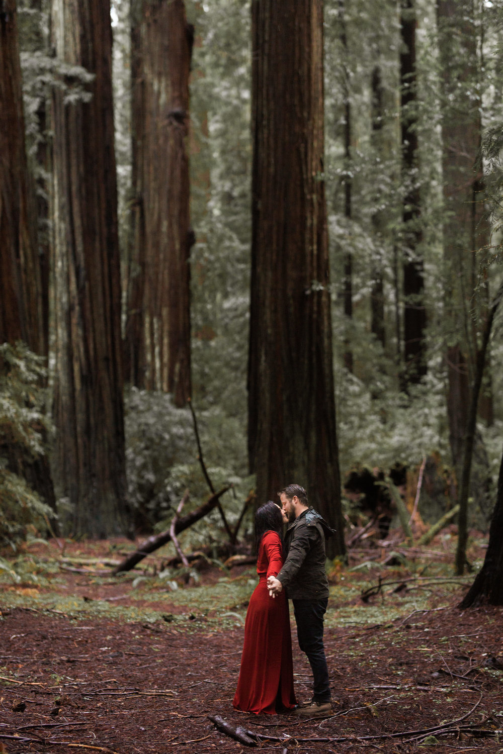 nicole-daacke-photography-redwoods-national-park-forest-rainy-foggy-adventure-engagement-session-humboldt-county-old-growth-redwood-tree-elopement-intimate-wedding-photographer-38.jpg