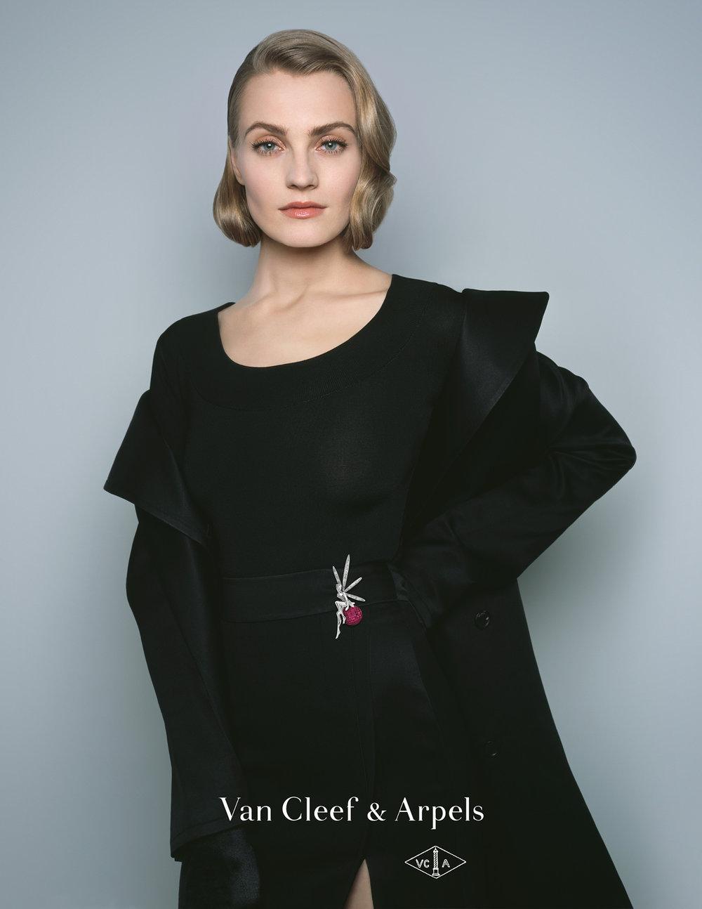 #vancleefarpels #fw17 #campaign #jewelry #brigitteniedermair #carineroitfeld #annajagodzinska #jimkaemmerling #oliverschawalder #topolino
