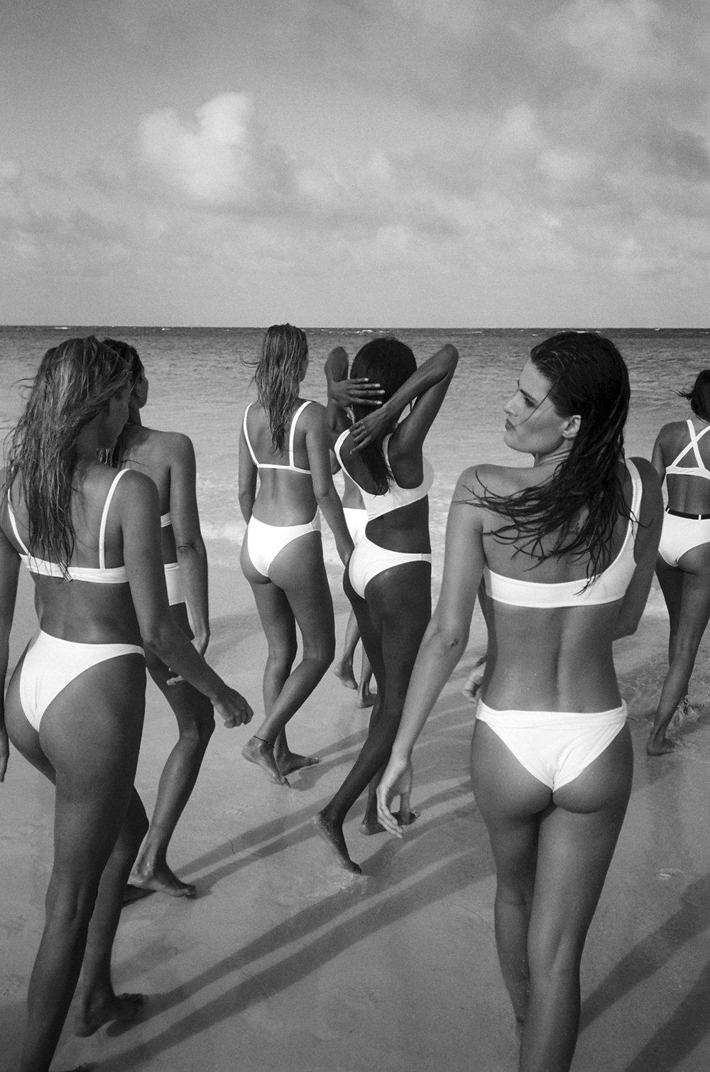 #solidandstriped #swimteam2018 #campaign #fashion #bjorniooss #pierrot #carineroitfeld #akkishirakawa #fulviafarolfi #lilyaldridge #haileyclauson #jourdandunn #hannahferguson #isabelifontana #tonigarrn #jessicahart #elsahosk #enikomihalik #carolynmurphy #barbarapalvin #natashapoly #josephineskriver #jimkaemmerling