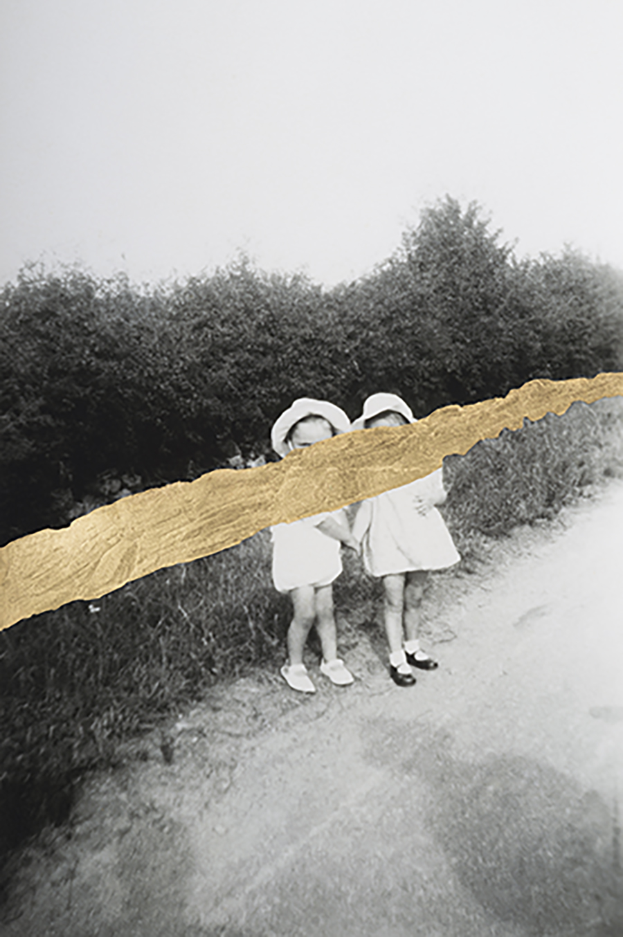 Carolle Bénitah, Petites filles, 2017, Gold leaf on Baryta paper, Archival Pigment Print, 30 x 20 cm, Edition 5, signed & numbered