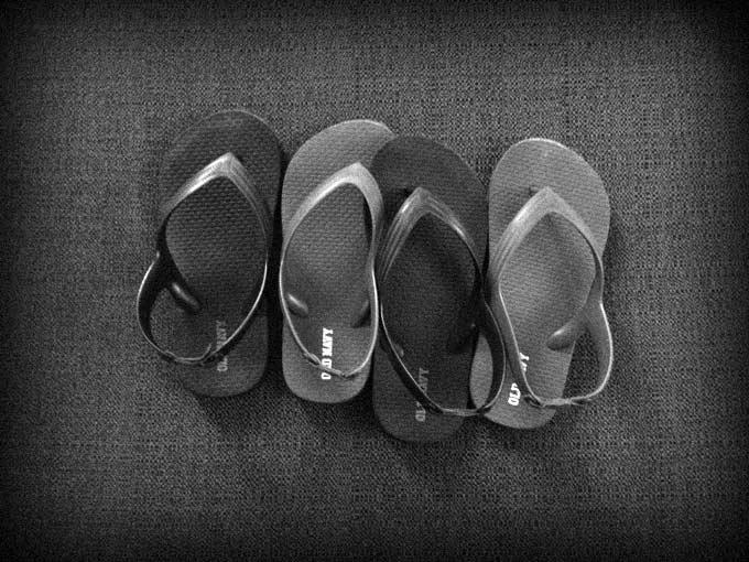 Alternating flip-flops.
