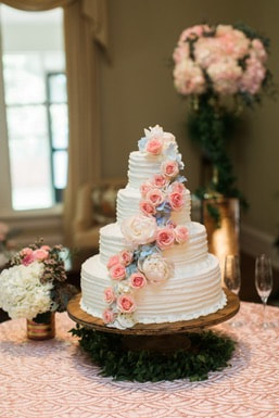 wedding cake with florals.jpg