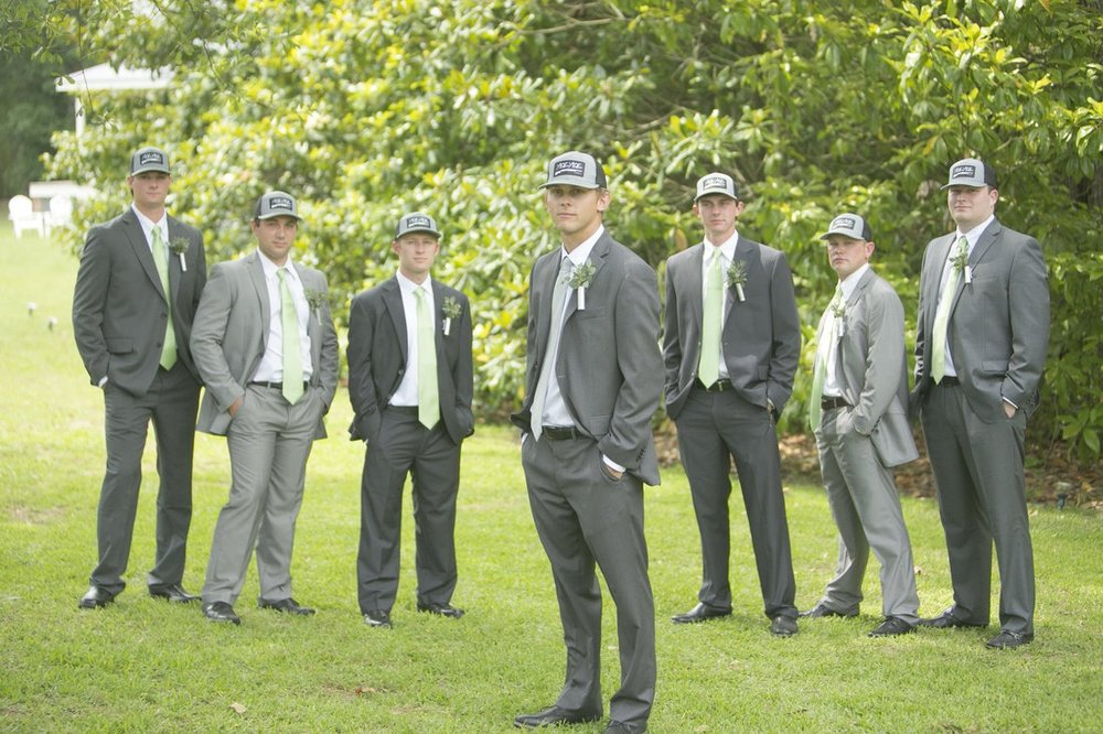 groom and groomsmen pictures.jpg