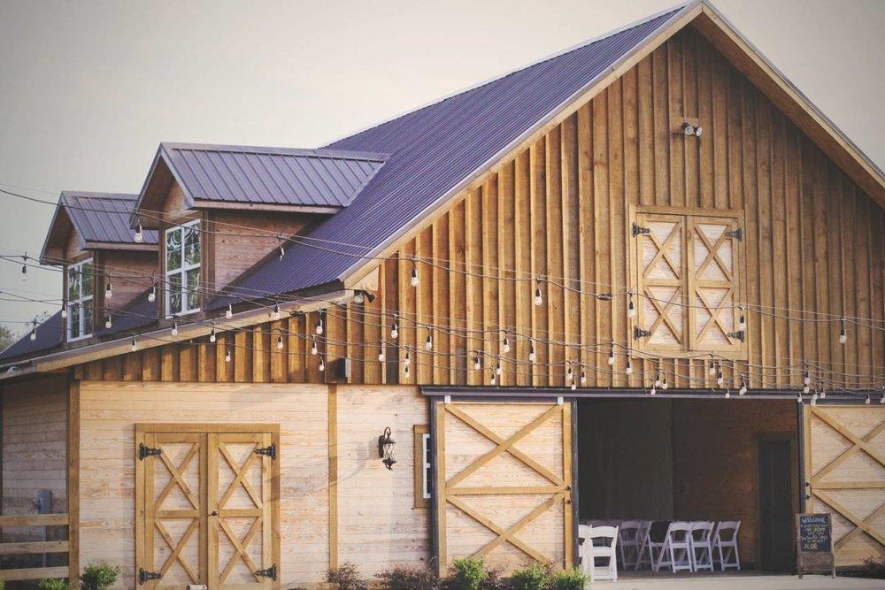 Sandridge Barn Venue - All Inclusive Venue in Lake, MS
