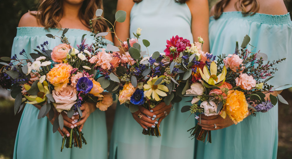 organic-colorful-outdoor-bouquets-bridesmaids