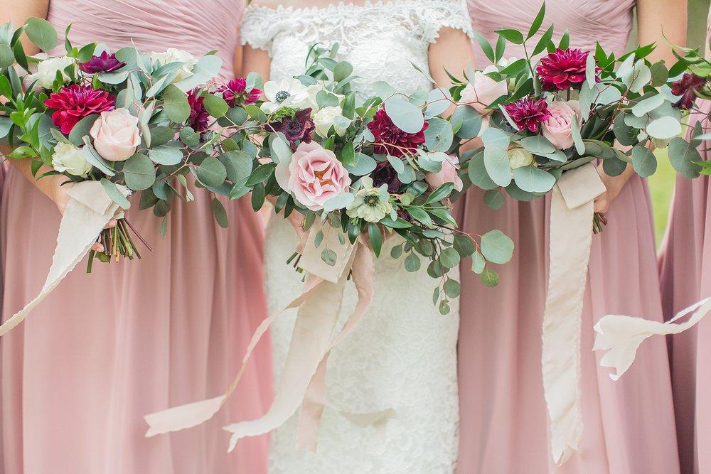 outdoor-mississippi-spring-wedding-organic-bouquet.jpg