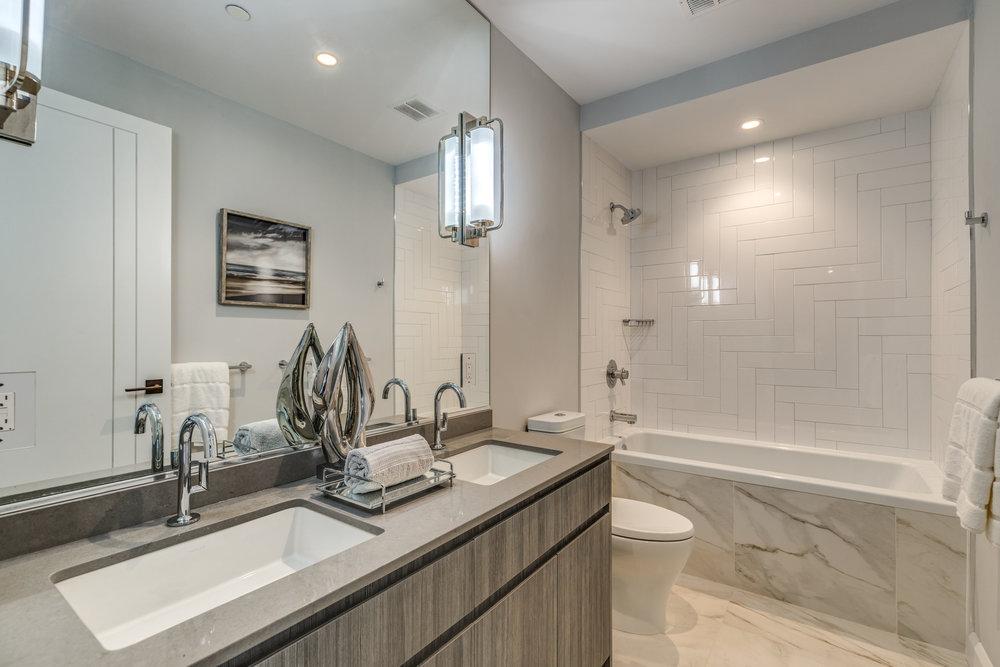 23_Bathroom.jpg