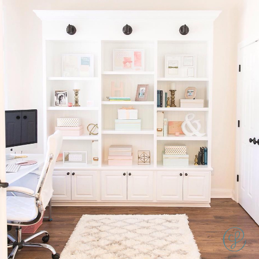 We are so proud of Heather O'Brien, a Creative Founders Conference Alum, who was recently featured on Style Me Pretty Living for her gorgeous office!