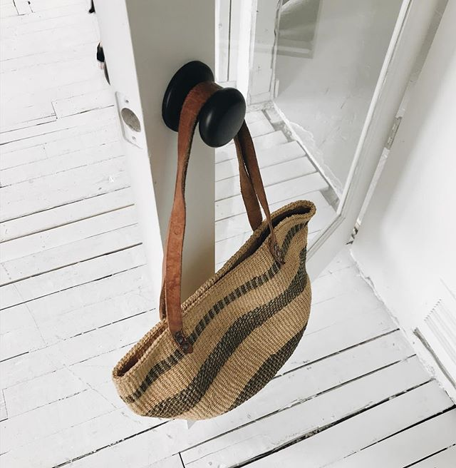 Woven market bag with leather straps