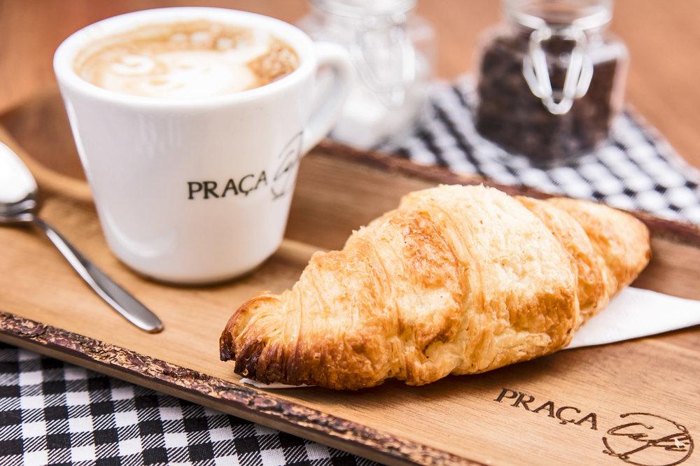 Nosso delicioso cappuccino acompanhando do croissant da praça café