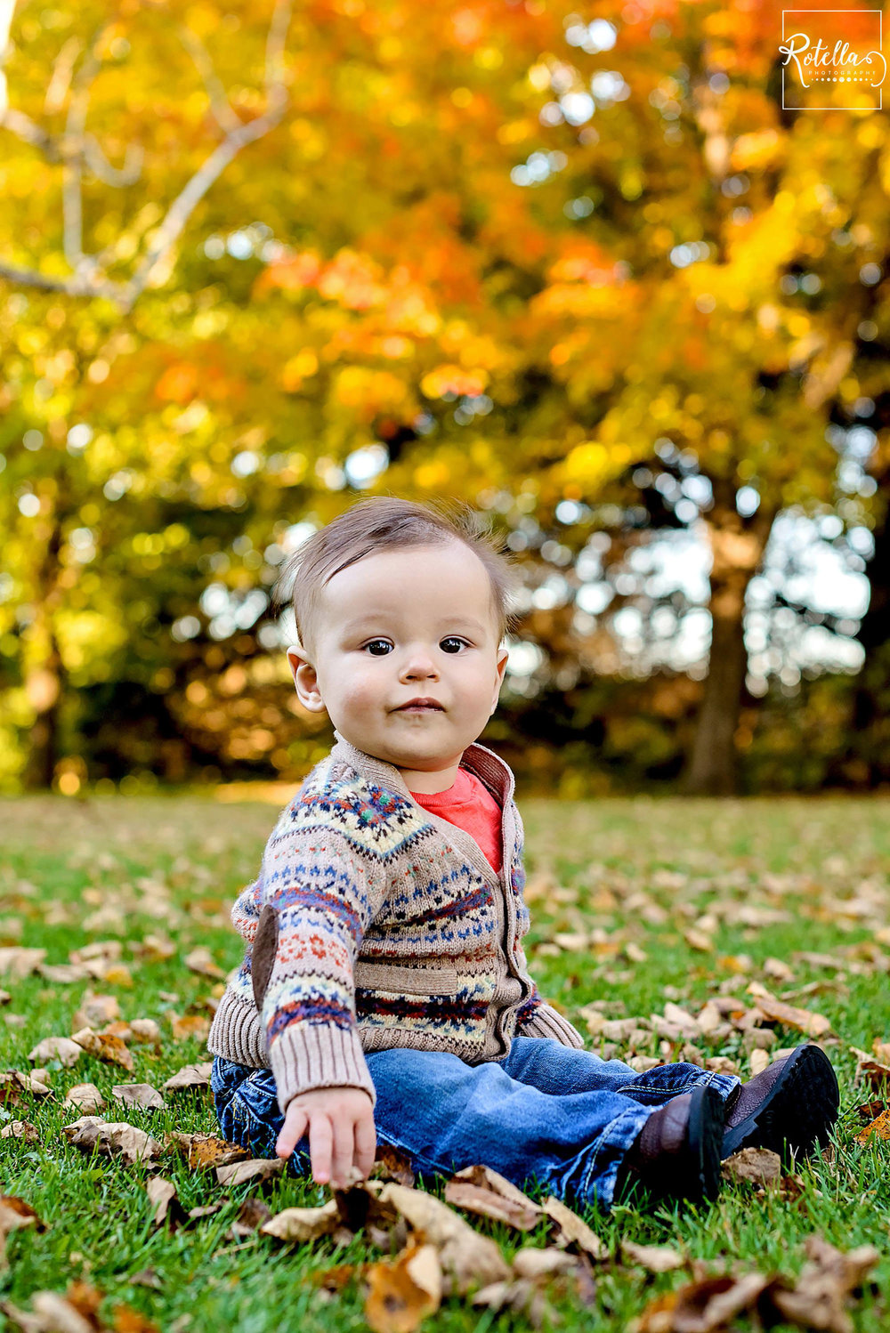 Rotella Photography - 6 month photos baby sitting outside