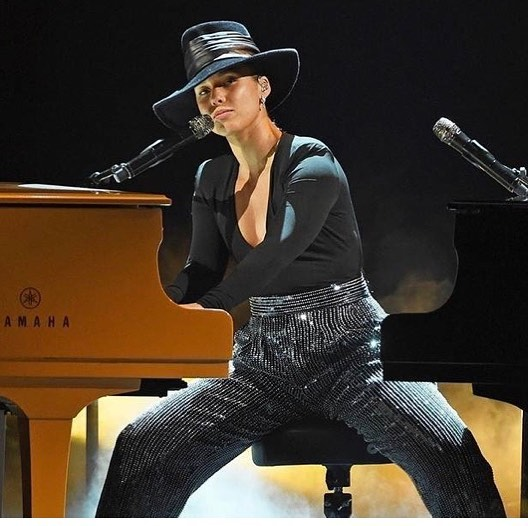 What a talented natural beauty Alicia Keys is!  She was the star of the show!  We love you Alicia Keys!  And congrats to all of the other artists! What a great night! #grammys2019 #contratsallwinners2019grammys #aliciakeysnaturalbeauty #aliciakeys #thenaturallook #uniquelyyou #retiefskincenter #newyearnewskin