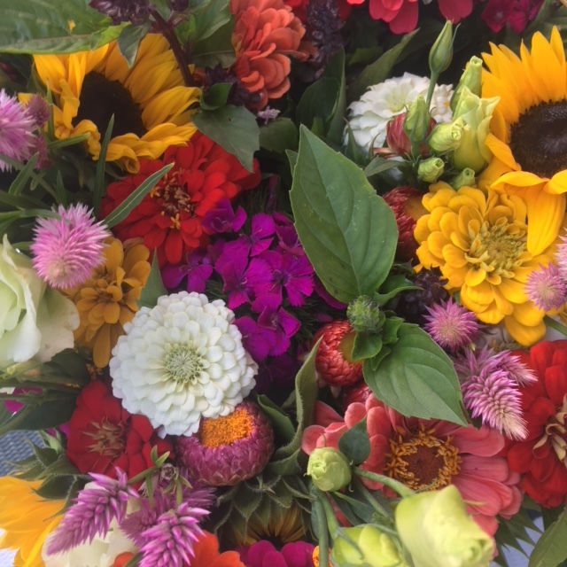 Flower bouquets for special occasions — absolutely! You say you are a DIY kind of flower flower, I got you cover too!