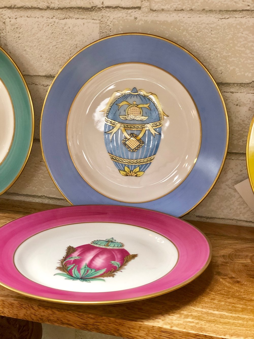 These egg plates are perfect for Easter!   Four Corner Finds