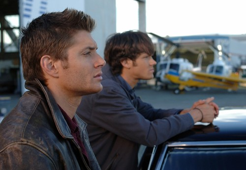 supernatural-season-1-jared-padalecki-and-jensen-ackles-34021471-500-347