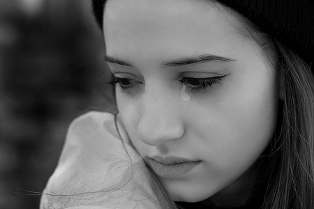 crying-girls-dps-profile-picture-for-facebook-new