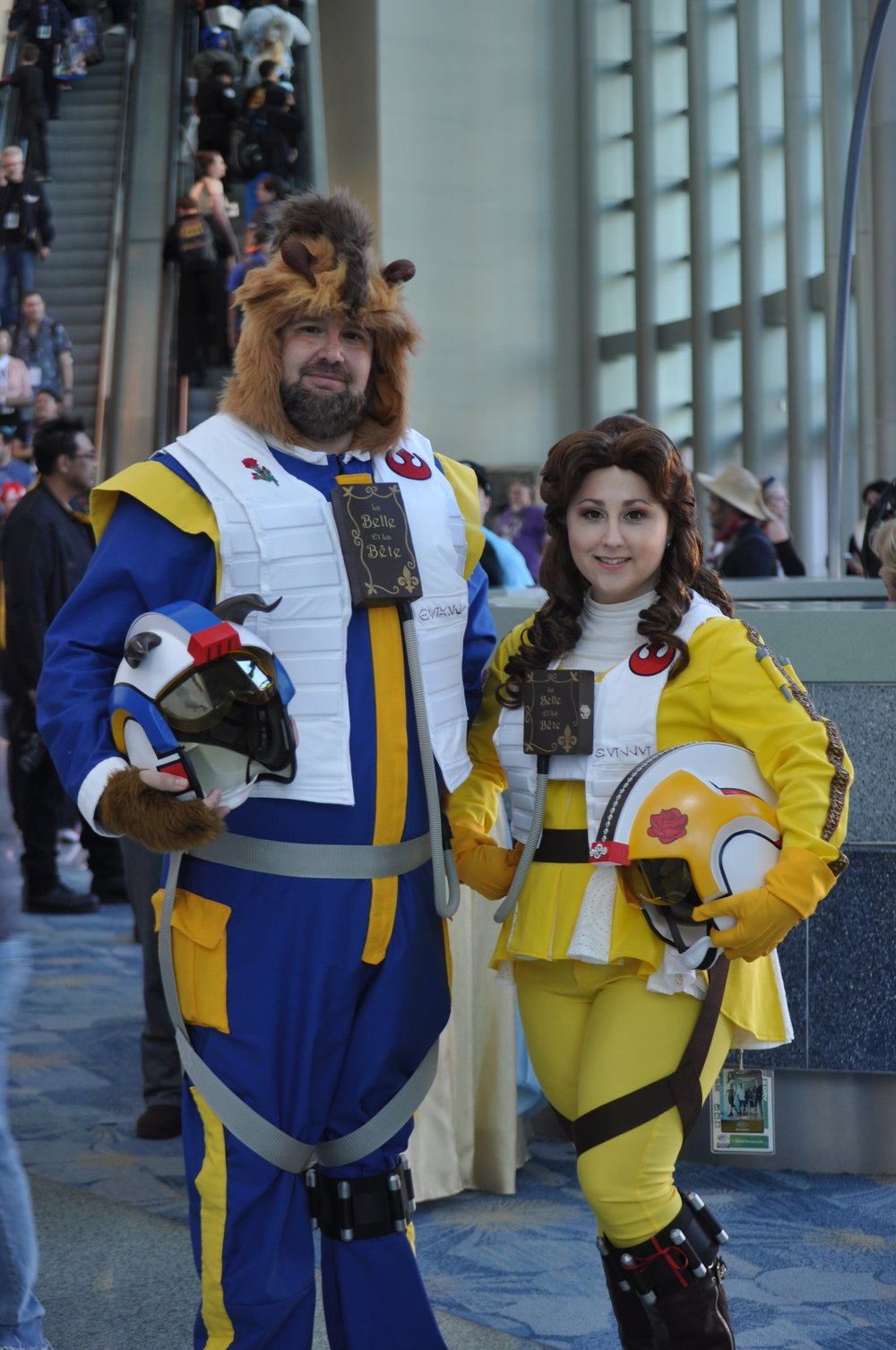 @starryandmooncosplay  took an awesome rendition of their Beauty and the Beast cosplays with a Star Wars theme!