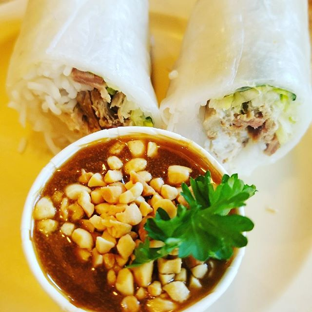 Guy Fieri from the #foodnetwork recommended this place #santacruzdiner #famous for thei #springrolls with #peanutsauce #thaifood #vietnamesefood #santacruzfoodie #guyfieri