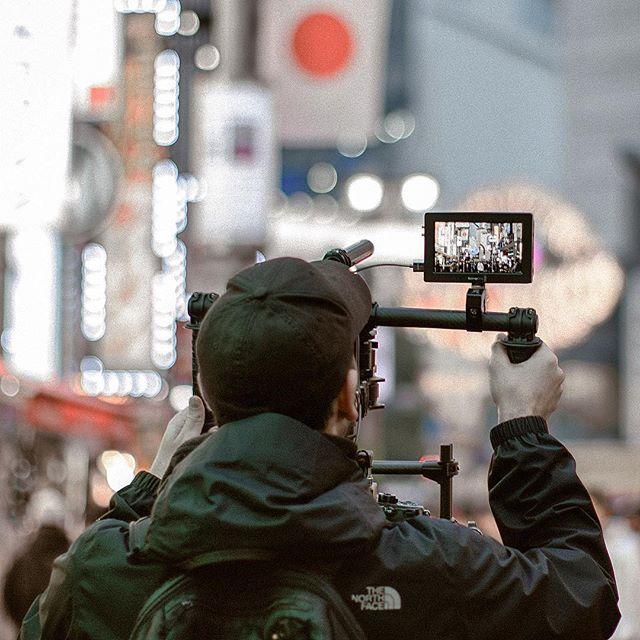 Shooting in Tokyo📽🇯🇵 • • Important updates on my stories🎞 • • • #filmmaking #filmmaker #cinematographer #cinematography #cinema#film #director #freeflysystems #rawshooters #gh5