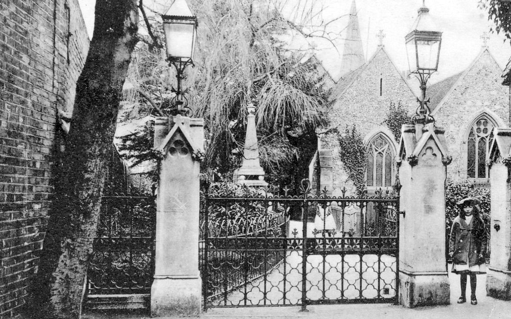 Thames Ditton, St Nichs 1905.jpg
