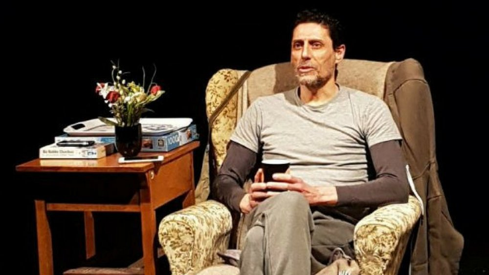CJ de mooi as alan in banana crabtree simon in march 2018.