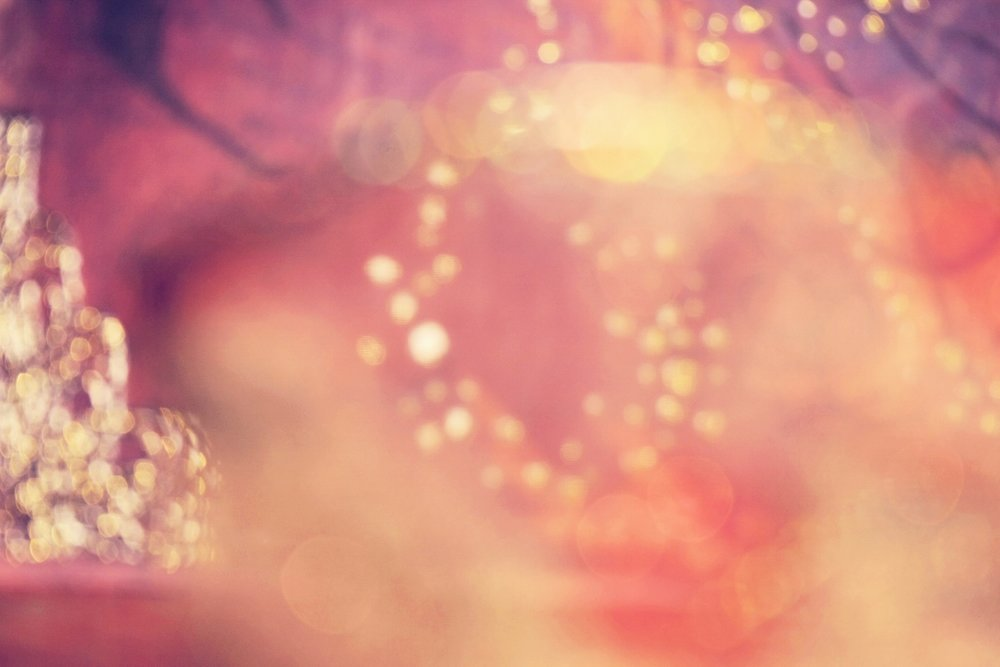 SCHMERZ - Im Jetzt gibt es keinen SchmerzDer Schmerz kommt immer aus der VergangenheitAlle heutigen Schmerzen sind durch eigene Wertungen in der Vergangenheit entstanden. Diese alten Gedanken sind heute noch in jeder Zelle des Körpers vorhanden und äussern sich durch Krankheit, Schmerz, Unwohlsein, damit sie wahrgenommen und angenommen werden können.