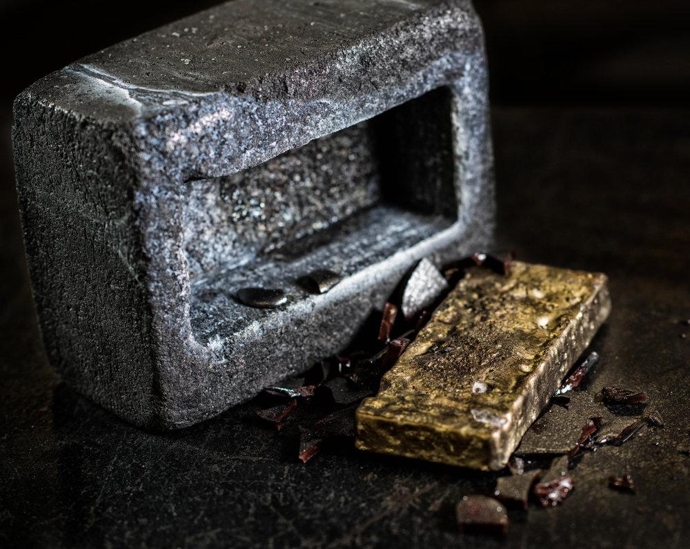 A homogenous precious metal bar.