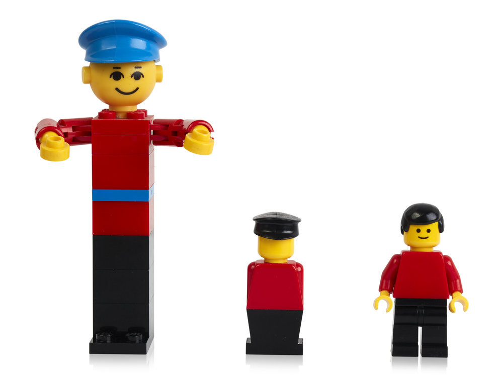 LEGO building figure from 1974, stage extra from 1975 and minifigure from 1978 (2).jpg
