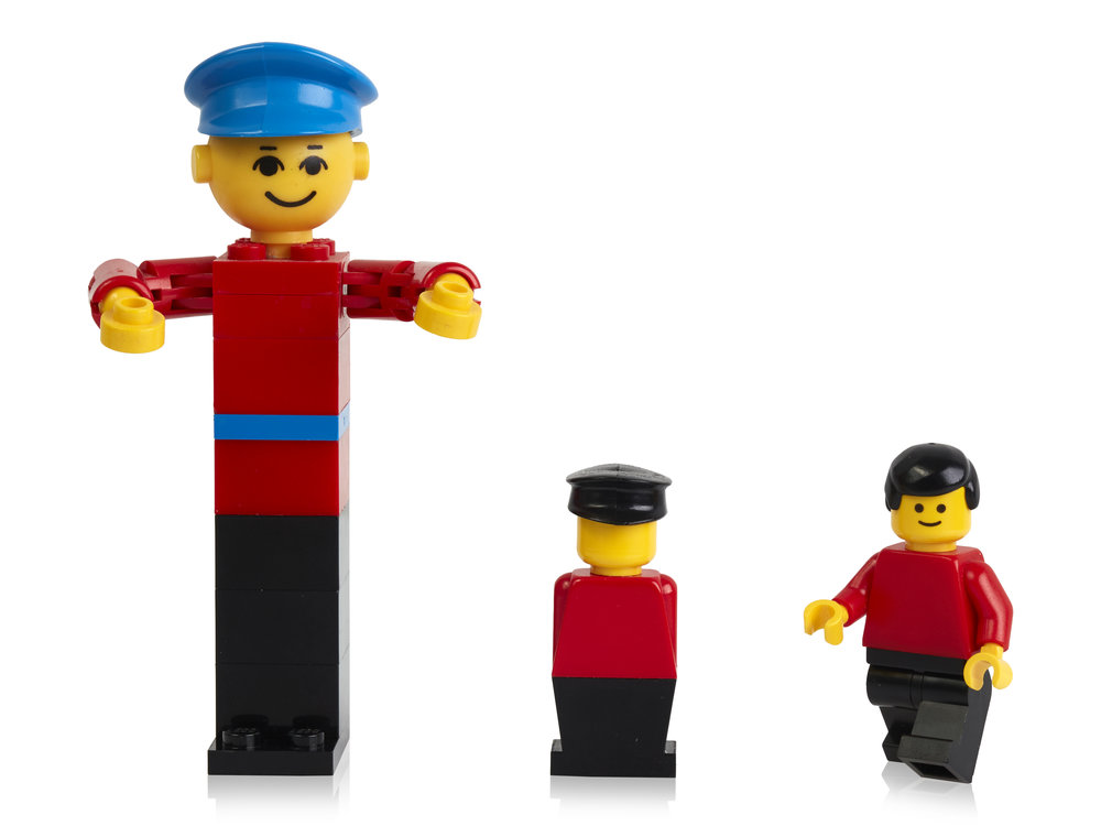 LEGO building figure from 1974, stage extra from 1975 and minifigure from 1978.jpg