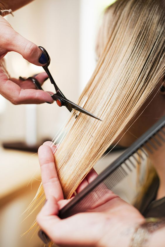 2 QUICKIE VIDEOS THAT PROVE DIY CUTS SHOULD BE LEFT TO THE PROS -