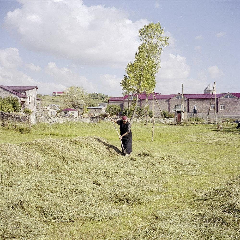 Emma 58 years preparing his field herbs before making wheels.