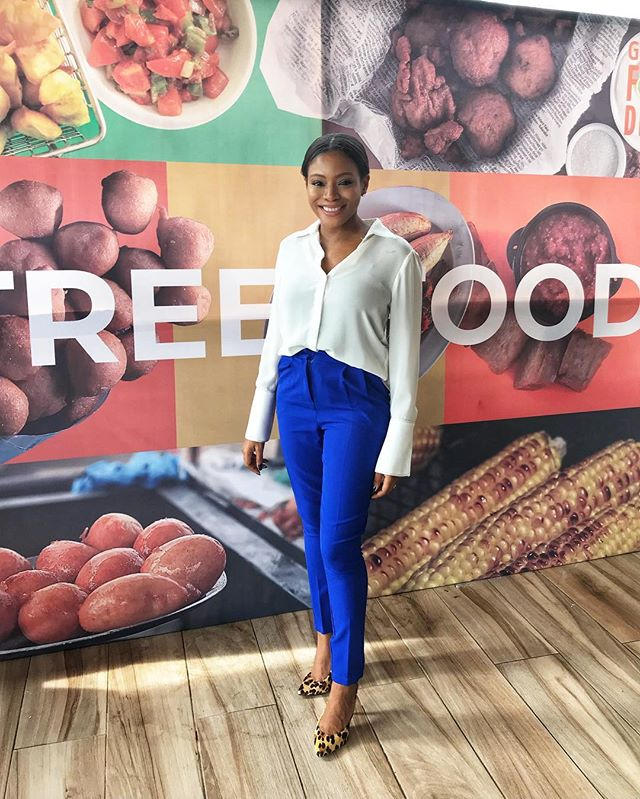 I'm smiling because it's Friday and the sign says FREE FOOD behind me 👀 (actually it says street food but whatever). Has so much fun at the @gtbank  food and drink pre cocktail. Thank you guys!! 💫✨
