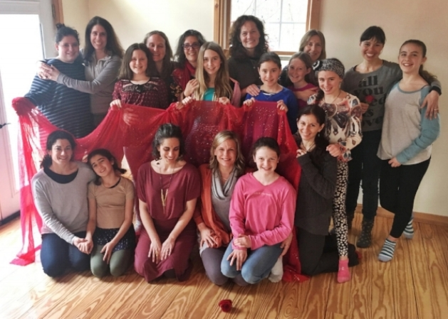 """ The cultivation of an amazingly powerful, diverse female centered space... Roxanne and all the other mamas together created an experience that I felt was sacred and celebrated being in a woman's body and embraced our moon cycles, in particular, with reverence and curiosity. "" – Mom (aka Dragonfly) participant"