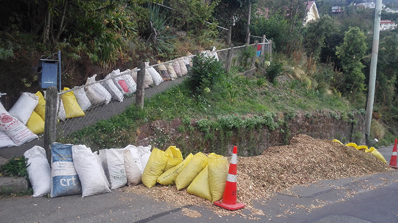 shredded-tree-clippings-for-garden-mulch-on-road-and-in-bags.jpg