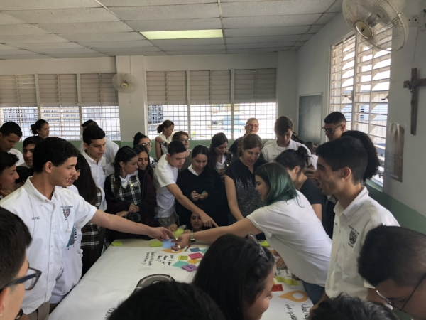 The students of San Conrado work on sharing their experiences and what they love about Ponce