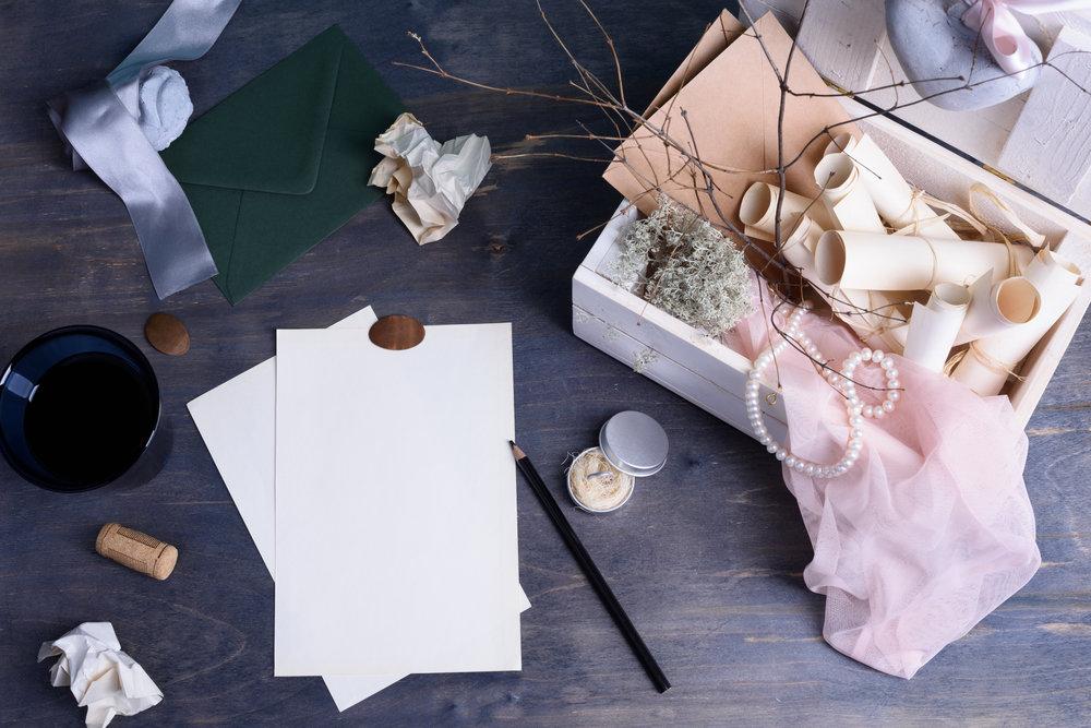 Styling & Design - Ihre Hochzeit sollte nicht nur gut geplant sein, sondern auch wunderschön aussehen. Wir können gemeinsam das stilistische Konzept für Ihre Hochzeit zusammenstellen, detailorientiert und Ihren Visionen gemäß.