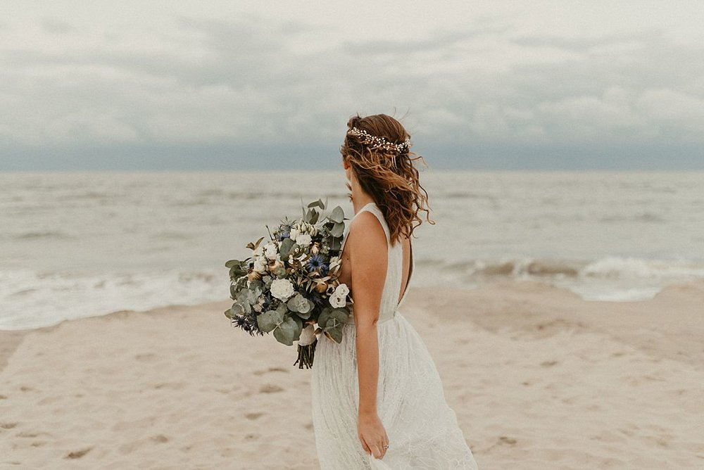 A-blue-and-gold-beach-bridal-wedding-shoot-jessi-and-markus-photo-and-film-9.jpg