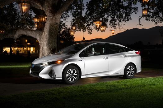 2017_Toyota_Prius_Prime_Premium_012_947D11E2077D74ACB2BDF3BCDF155B5396F48196_low.jpg