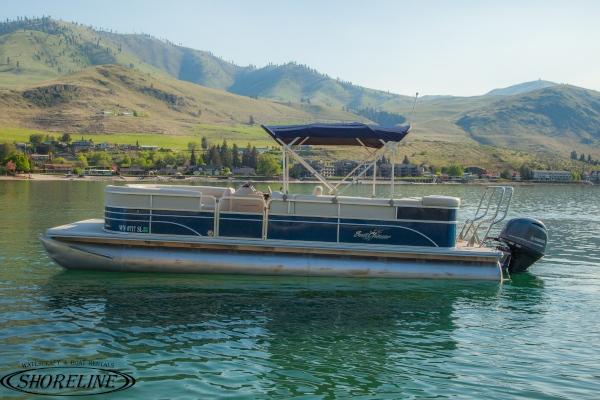Pontoon-left-600.jpg & Shoreline Watercraft