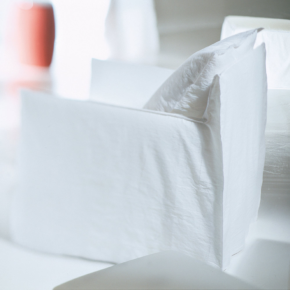 gervasoni ghost 05 - Armchair: One back cushion in 50 x 50 cm. Removable Covers in White Linen.