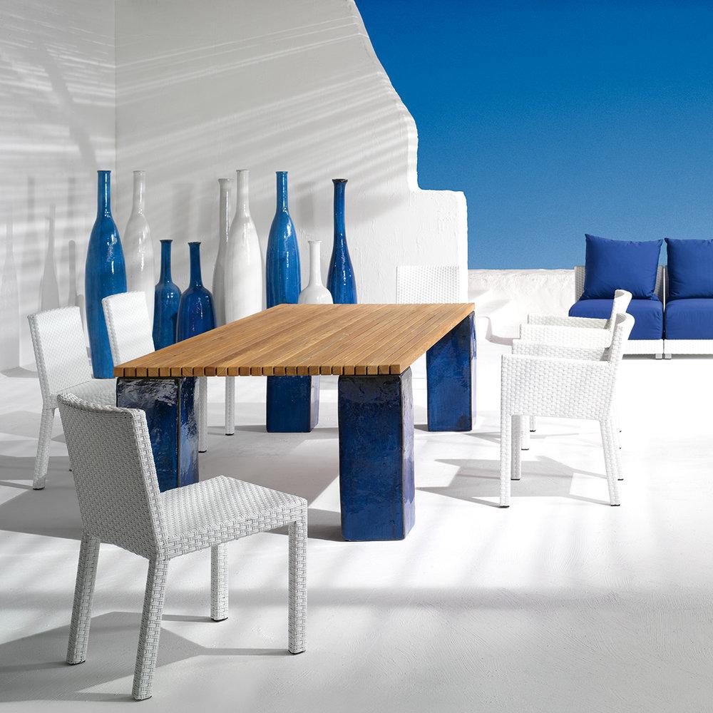 gervasoniINOUT 223 - Chair in handwoven white-grey polyethylene, aluminium frame.